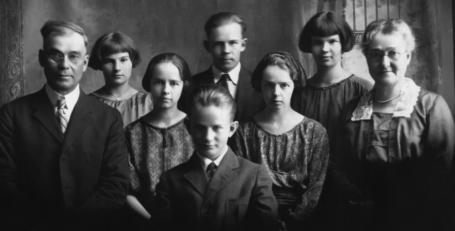 R.S. McDonald Family circa 1922