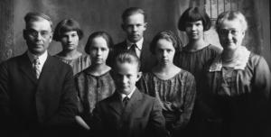 R.S.McDonald Family 1922