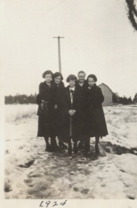 Eddie, Jean Nellie, Miriam and unknown girl. Winter 1924