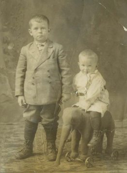 Keith and brother Gordy about 1911