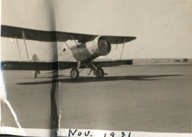 MAirplaneNov1931onfield