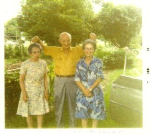 Keith in Selah with his sisters Vivian (left) Miriam on the right.